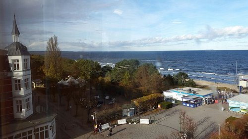 Dies istder Blick auf ein Stück der Promenade aus dem Ostsee-Luft-Cafe`