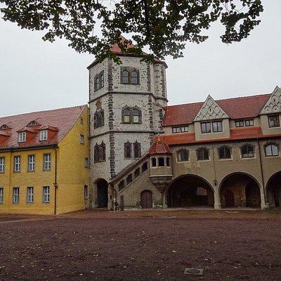 Moritzburg Halle, Innenhof, Schlossturm mit Durchfahrt