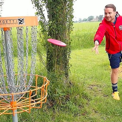 Putting on the Disc Golf Course