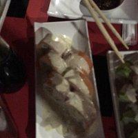 Los sushi a limeños y/o acevichados son excelentes Antes se llamaban niu si no me equivoco y a m