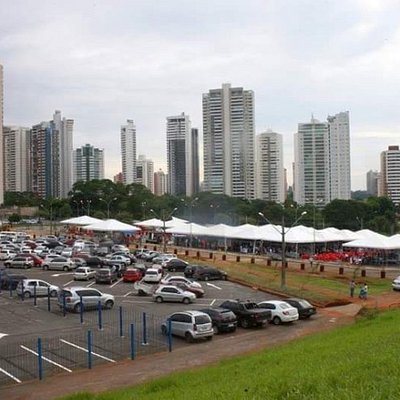 Vista do Alto do Estacionamento - a feira começando ao fundo- Foto: Silvio Quirino