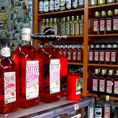 Moscos: Licor de Naranja delicioso en varias graduaciones de alcohol