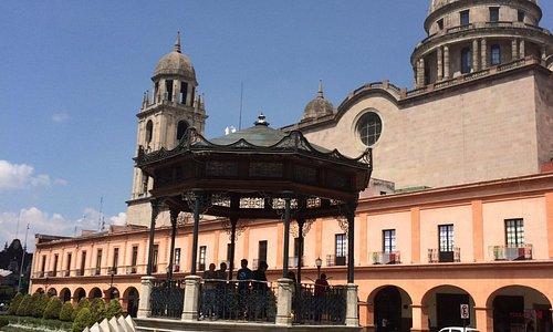 Vista de los Portales y la Catedral de Toluca