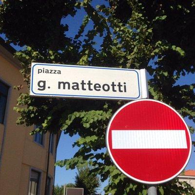 Табличка с названием площади
