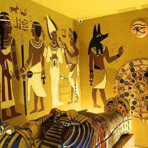 Escaparás con el tesoro a tiempo? Pruebate en La mañdición de Tutankamon. (Imagenes reales)