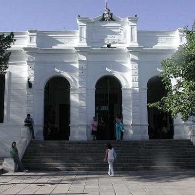 Fachada entrada principal de la Universidad. Escuela Normal Fray Mamerto Esquiú.