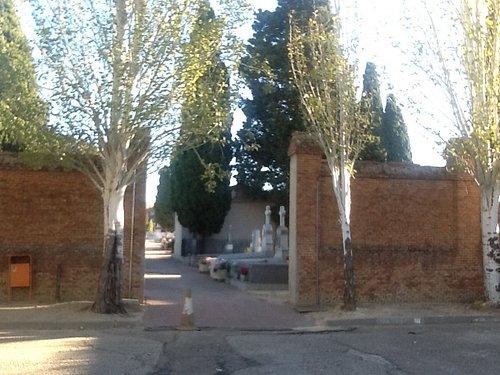 Entrada parte antigua del cementerio