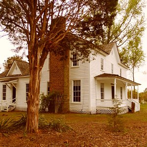 Side view of Wynne-Russell House c.1826 on National Registry of Historic Places