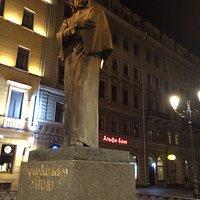 памятник Гоголю на Малой Конюшенной