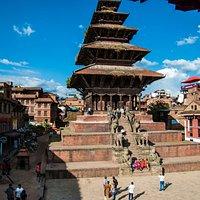 Il tempio di Nyatapola, visto dal ristorante a pagoda presente nella piazza