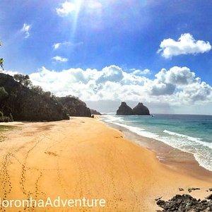 Noronha e um lugar pra vc curtir as belas praias é lindas paisagens e momentos enesquesiveis...