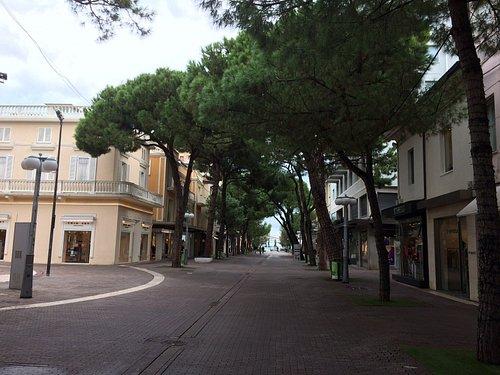 Центральная пешеходная улица Риччоне