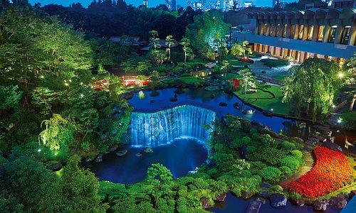 ホテルニューオータニ日本庭園夜間ライトアップ