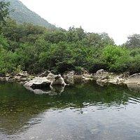 Rio al lado del  área recreativa