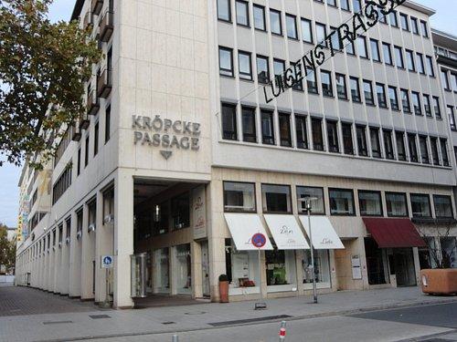 クレプケ広場の傍にあるショッピング・アーケード