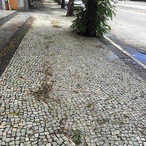 ruas sujas com acumulo de lixo no centro da cidade, Avenida Assunção