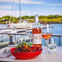 Local mussels and Baie wines