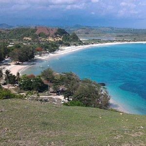 View dari bukit Merese ke arah pantai Tanjung Aan