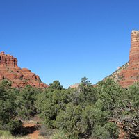 Two of the first formations encountered, Bell Rock and Courthouse Rock