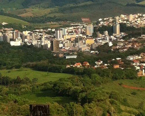 Vista da cidade do alto da montanha