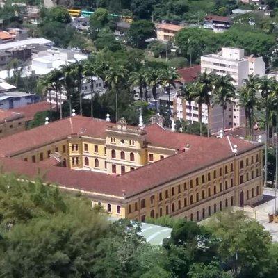 colégio visto do alto do teleférico