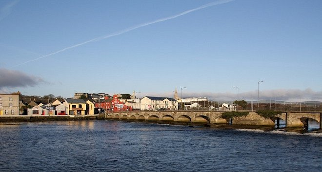 A view of the town and the famous 19 Arches Bridge.