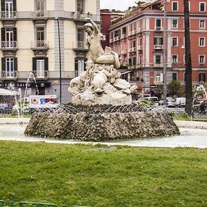 Fontana della Sirena vista frontale.