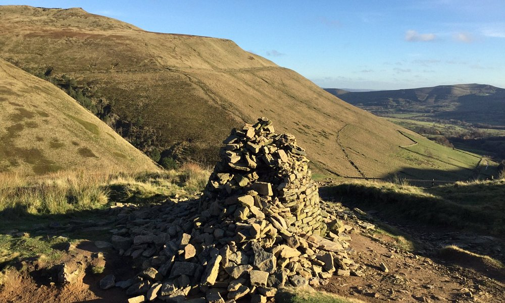 Cairn at junction of steep version and longer less steep version of looking back towards Edale.