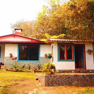entrada principal del hostal casa de campo