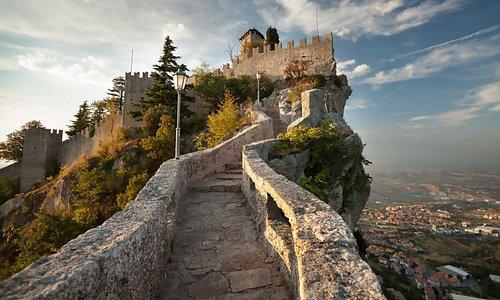 San Marino: op een half uur rijden van de camping