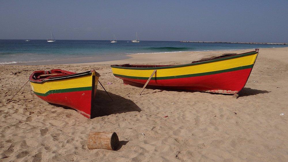 Bellissima lunga spiaggia di Vila Do Maio a due passi dall'Hotel Big Game Maio