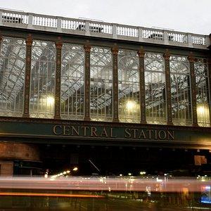 Central Station bridge over Argyle St in Glasgow, a plaque details Highlanders using it to shelt