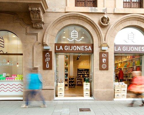 Fachada de una de nuestras 2 tiendas en San Bernardo, 6 (Gijón)