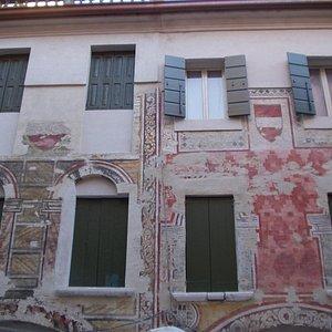 Facciata di Casa Bernardi.