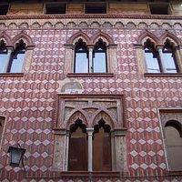 Facciata di palazzo De Rubeis Rossittis.