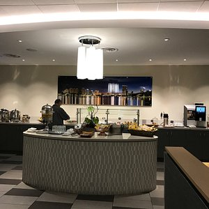 It's a very accommodating lounge with great snacks and drink options. Not full of people or kids