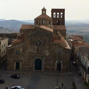 Vooraanzicht vanaf het klooster