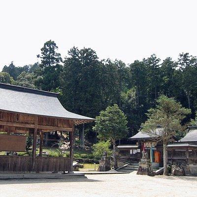 水尾神社 拜殿と本殿