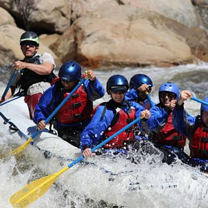 Making the move at Joe's Diner, a fun class-IV rapid on our Full Day Upper Kern rafting trip
