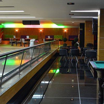 Área de Biliar, máquina de setas e 4 pistas de bowling!