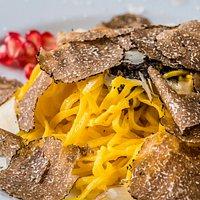 Tagliolini con tartufo nero della Lessinia / Fresh handmade tagliolini pasta with black truffles