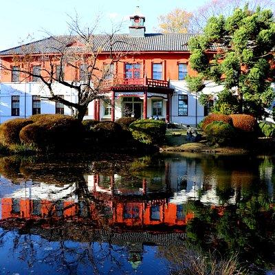 一番奥にある日本庭園に佇む重要文化財:旧東京医学校本館