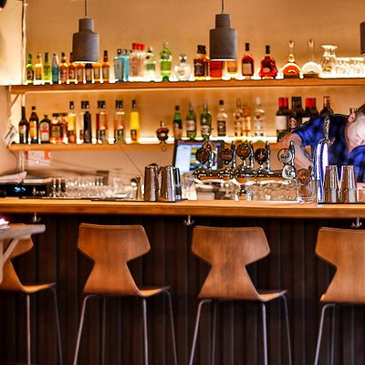 The bar at Vedur