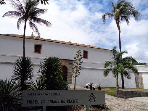 Frente del Museo