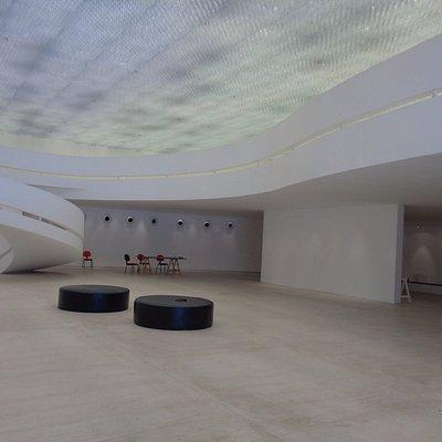 Interior preparando una exposición