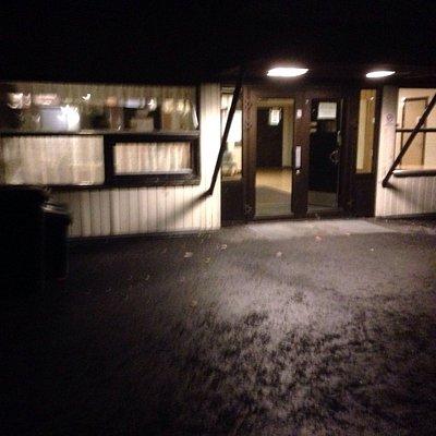 Inngangspartiet til Eknes svømmehall