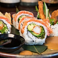 Hoso Maki Salmon roll with spicy miso mayo