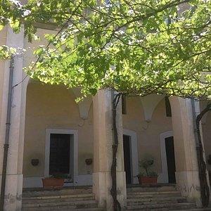 il cortile del monastero