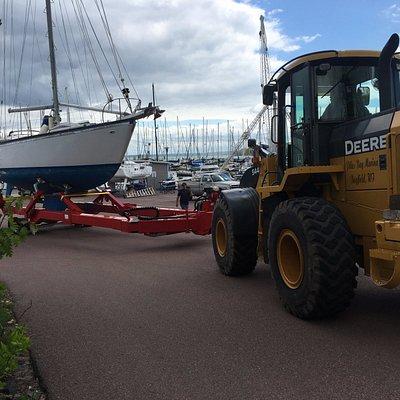 Pikes Bay Marina hauls and launches boats