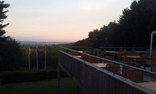 Melihat keindahan panorama dari Drielandenpunt